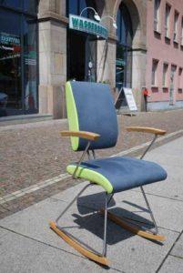 Stühle im Wasserbettenstudio